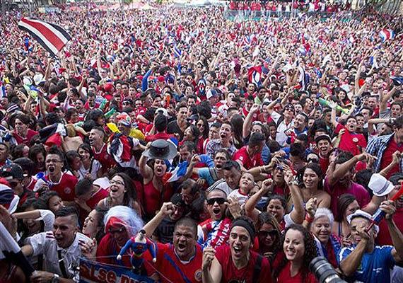 Costa Ricanska supportrar firar under VM 2014