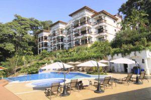 Shana Hotel pool